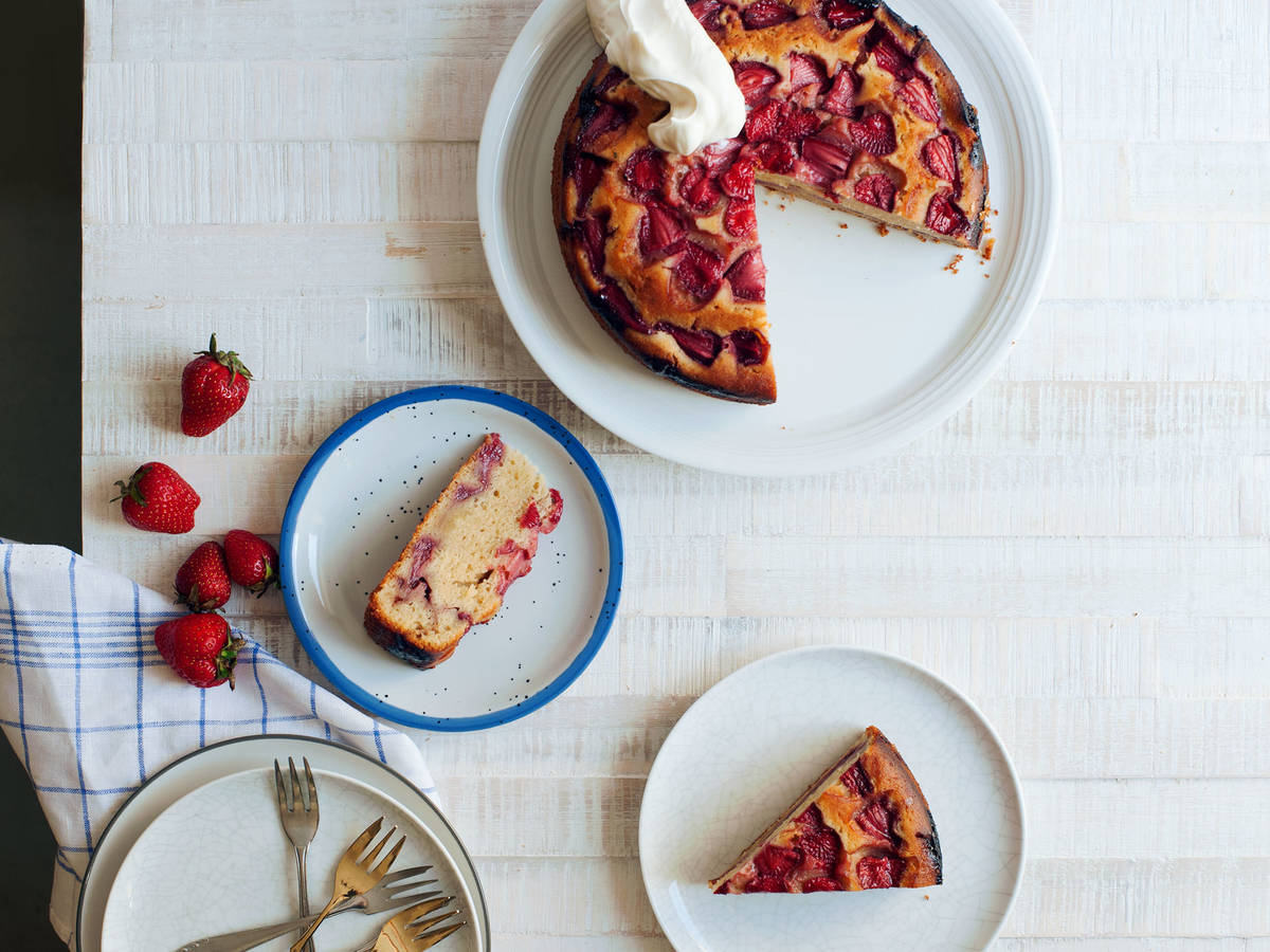 Roasted strawberry cake