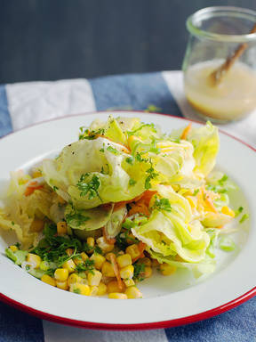 Gemischter Salat mit weißem Balsamico-Honig-Dressing