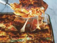 Nudelauflauf mit Tomaten und Zucchini