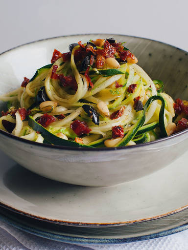 Mediterrane Zucchini-Spaghetti in Zitronensoße