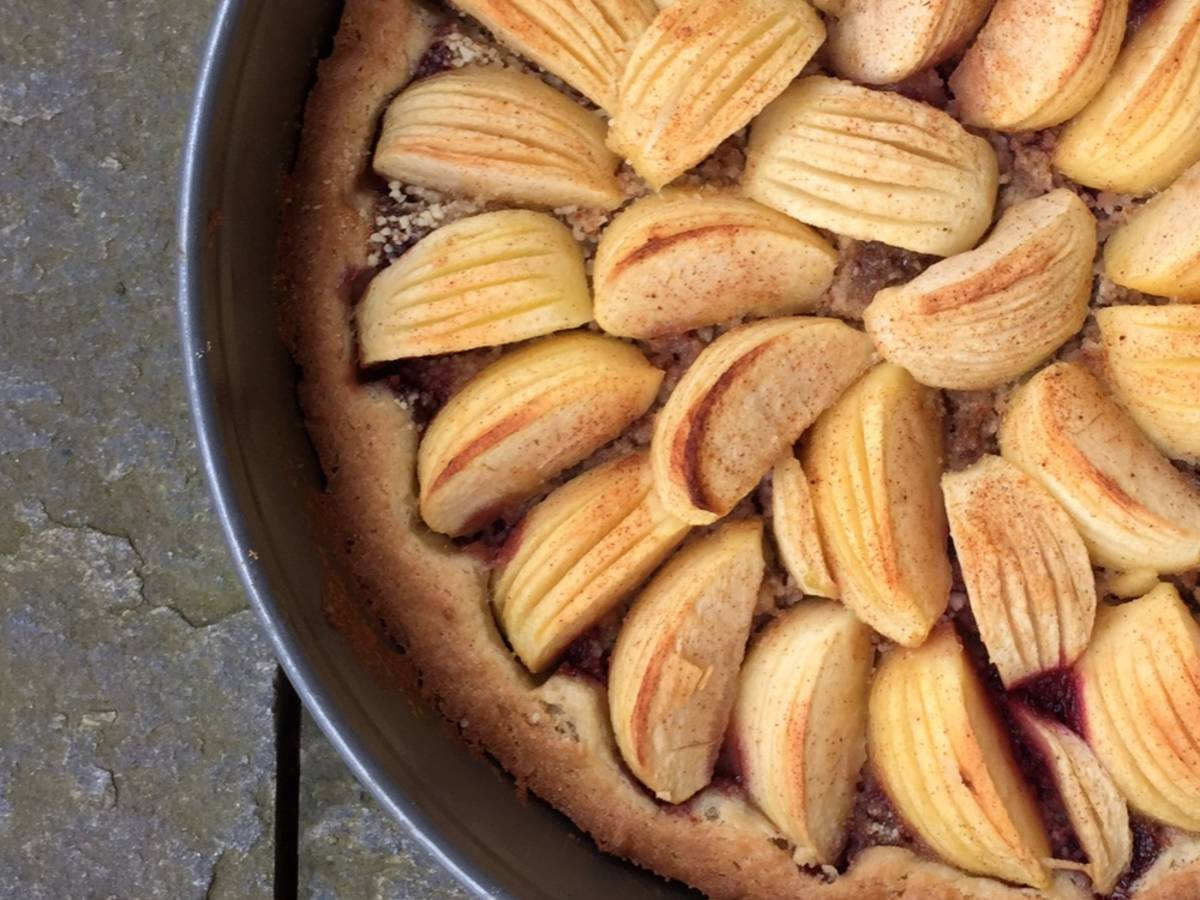 Apfelkuchen mit Johannisbeer-Marzipan