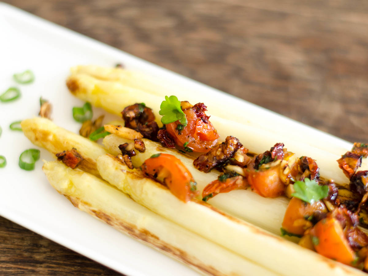 White asparagus with tomato, vanilla, and almond