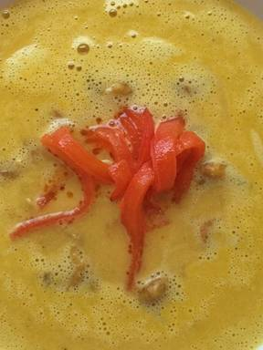 Creamy bell pepper soup with bay shrimps