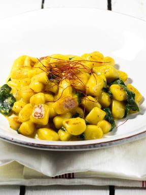 Gnocchi with saffron and spinach