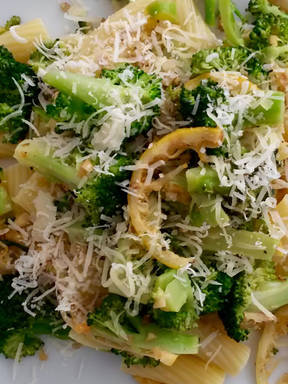 Lemon and broccoli penne