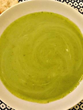 Leichte Brokkoli-Suppe