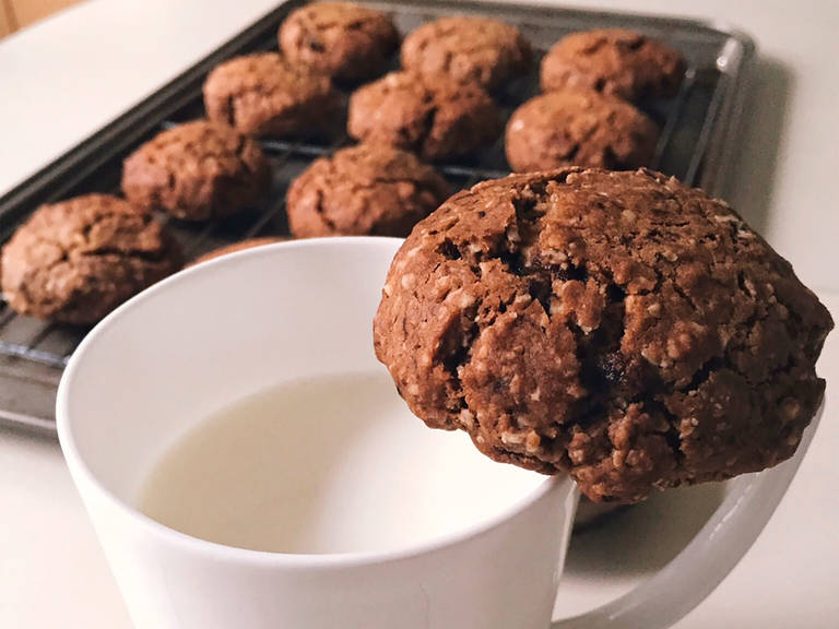 Coffee and oatmeal cookies