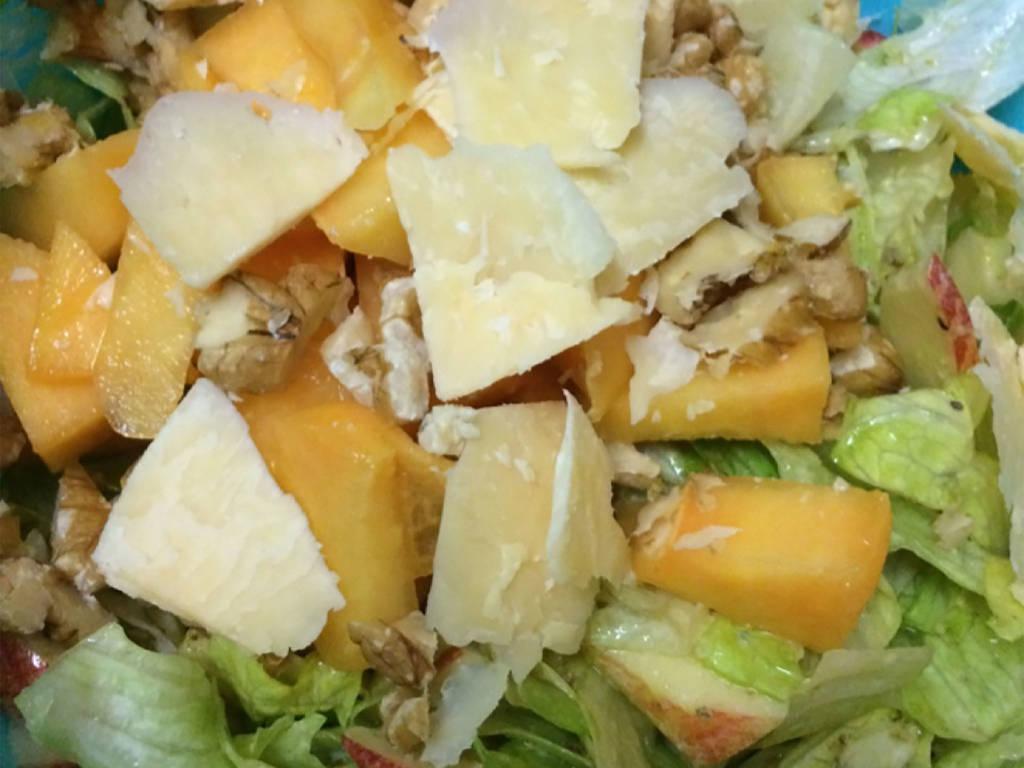 Papaya-Apfel-Walnuss-Salat
