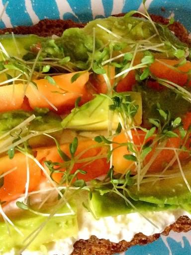 Papaya-avocado sandwich