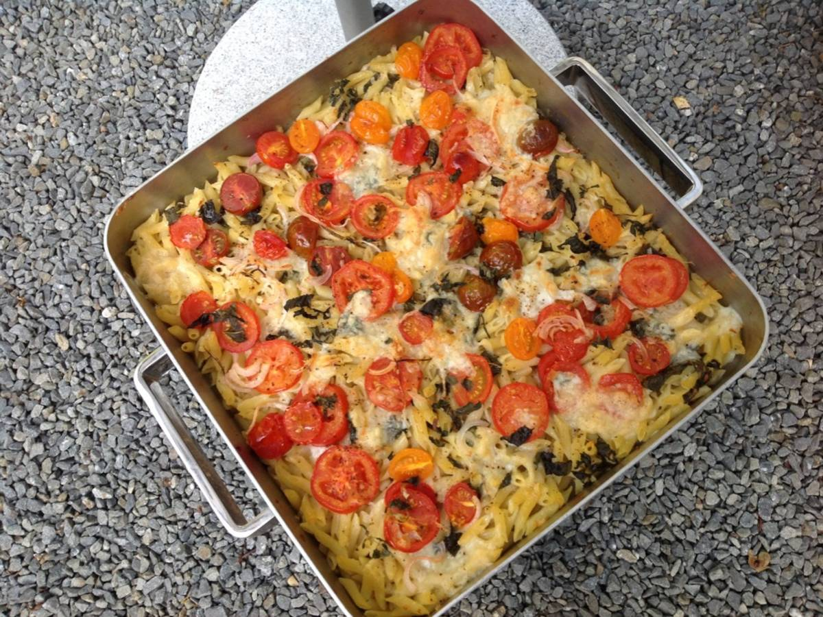 Macaroni casserole with mozzarella and anchovy