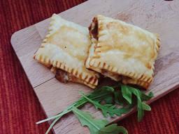 Mozzarella and veggie puff pastry pockets