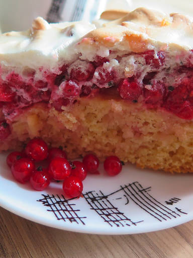 红醋栗蛋白糖霜蛋糕