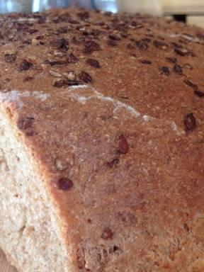Spelt-linseed bread