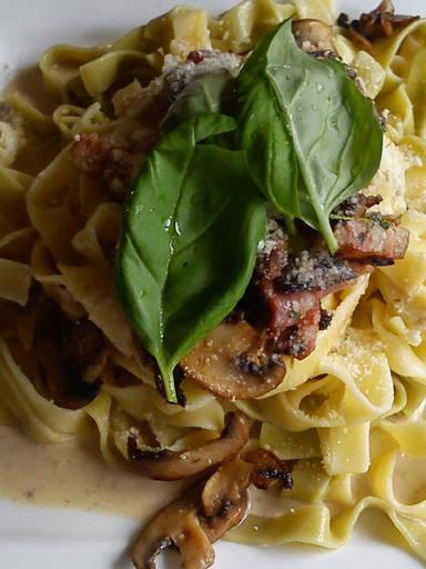 Tagliatelle with creamy mushroom sauce