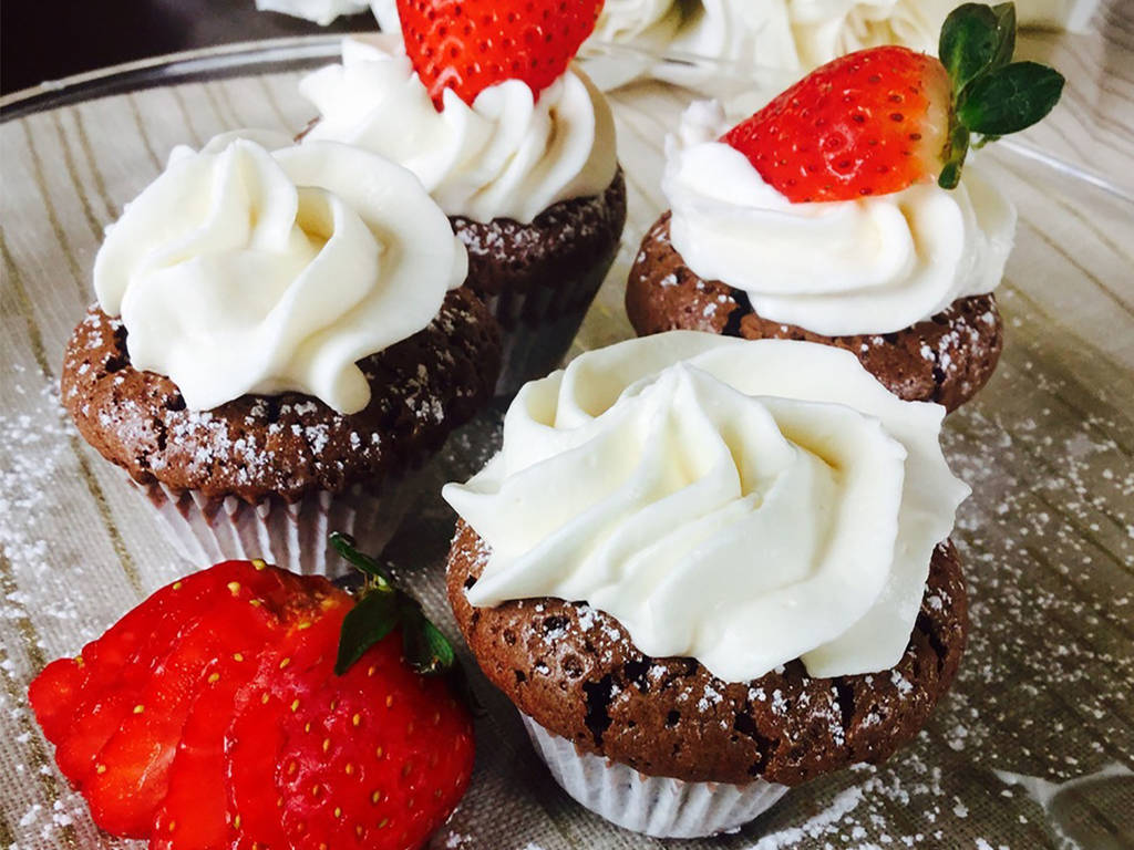Mini flourless chocolate cupcakes