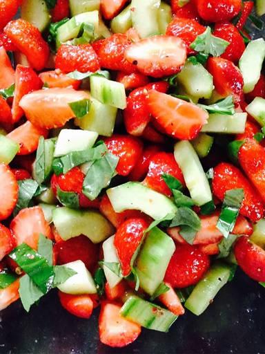 草莓黄瓜沙拉