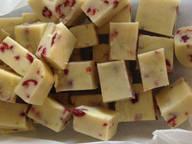 Buttertoffee mit weißer Schokolade, Cranberrys und Limette