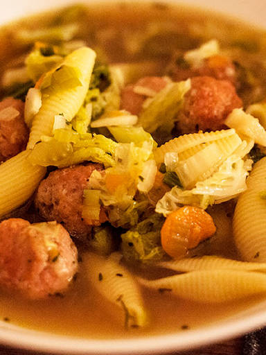 Savoy cabbage and pasta stew