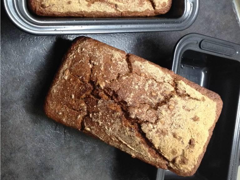 Yeast-free black bread