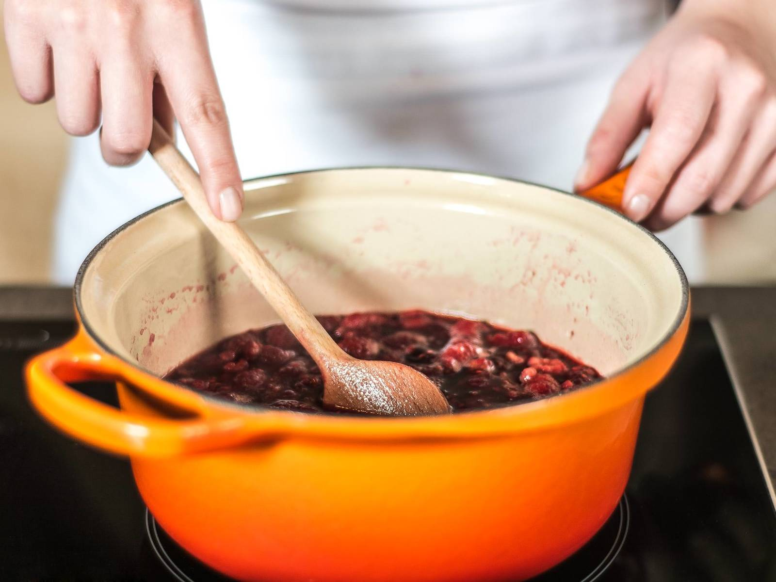 Boil water with sugar, add raspberries and let simmer for approx. 10 – 12 min. on low heat.