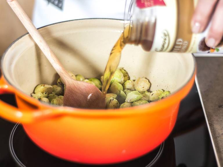 Sear the Brussels sprout hearts in a small sauce pan with some vegetable oil; season with salt and pepper and a pinch of nutmeg. Next, pour stock onto the Brussels sprouts and bring to a boil for approx. 8 – 10 min.
