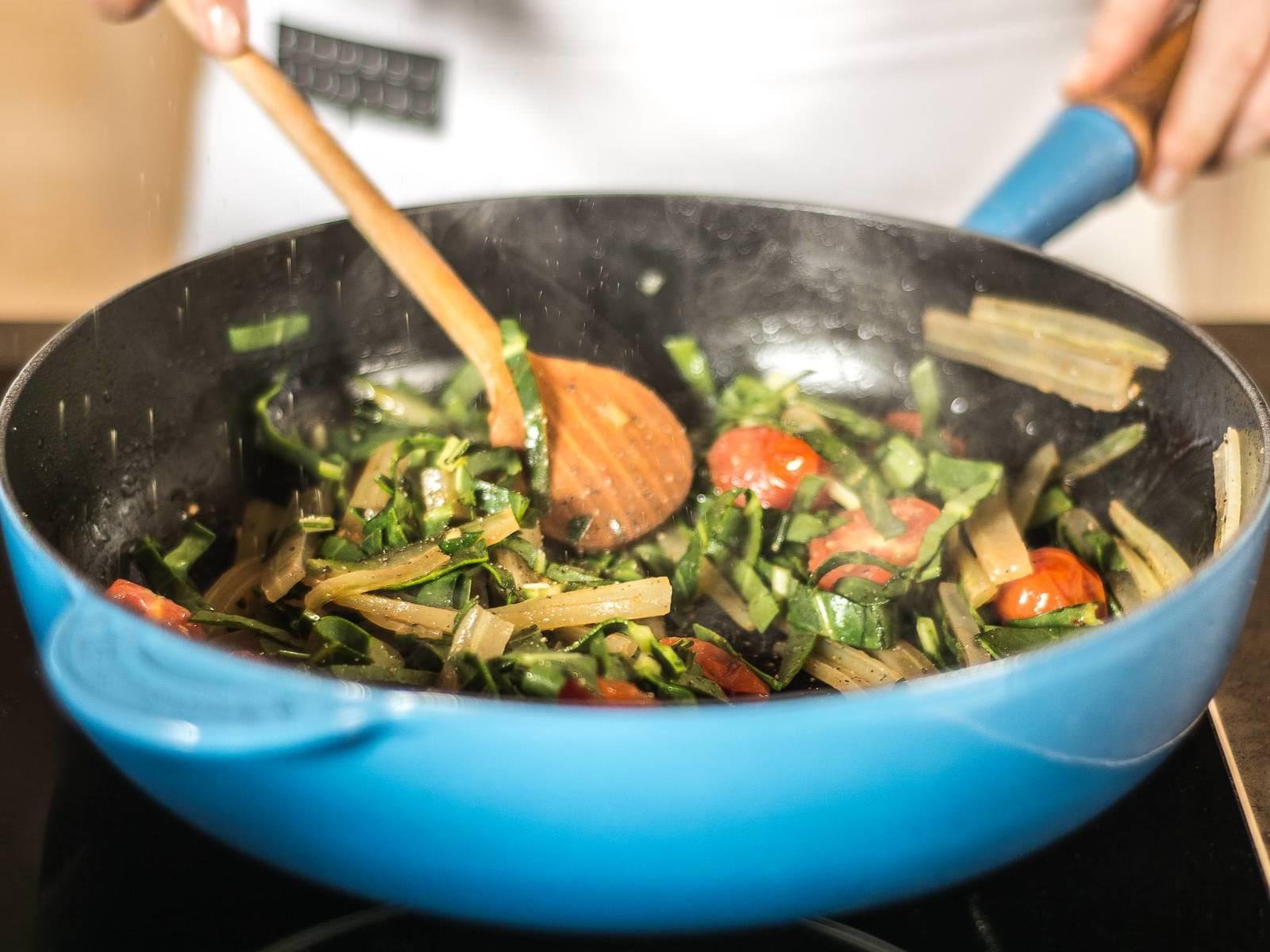 将按碎的蒜瓣与厚皮菜放入植物油中煸炒片刻,再加入樱桃番茄继续煸炒,并加入肉豆蔻,盐与胡椒粉调味。停止加热后,将厚皮菜盛入盘中,摆上烤好的多宝鱼即可享用。