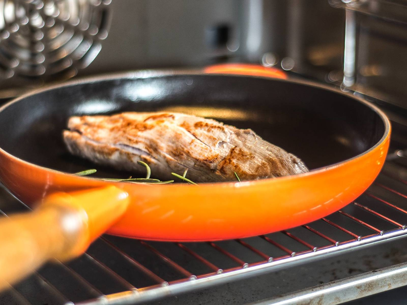 Remove the pork from the oven. Turn the oven down to 60°C/140°F and, once the oven has reached this temperature, put the tenderloin back in for approx. 10 – 15 min.
