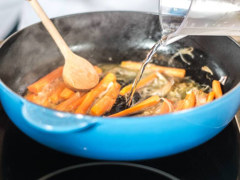Sauté the shallots in some vegetable oil until translucent. Add carrots and continue to cook. Deglaze pan with mineral water and season with sugar and salt and pepper.
