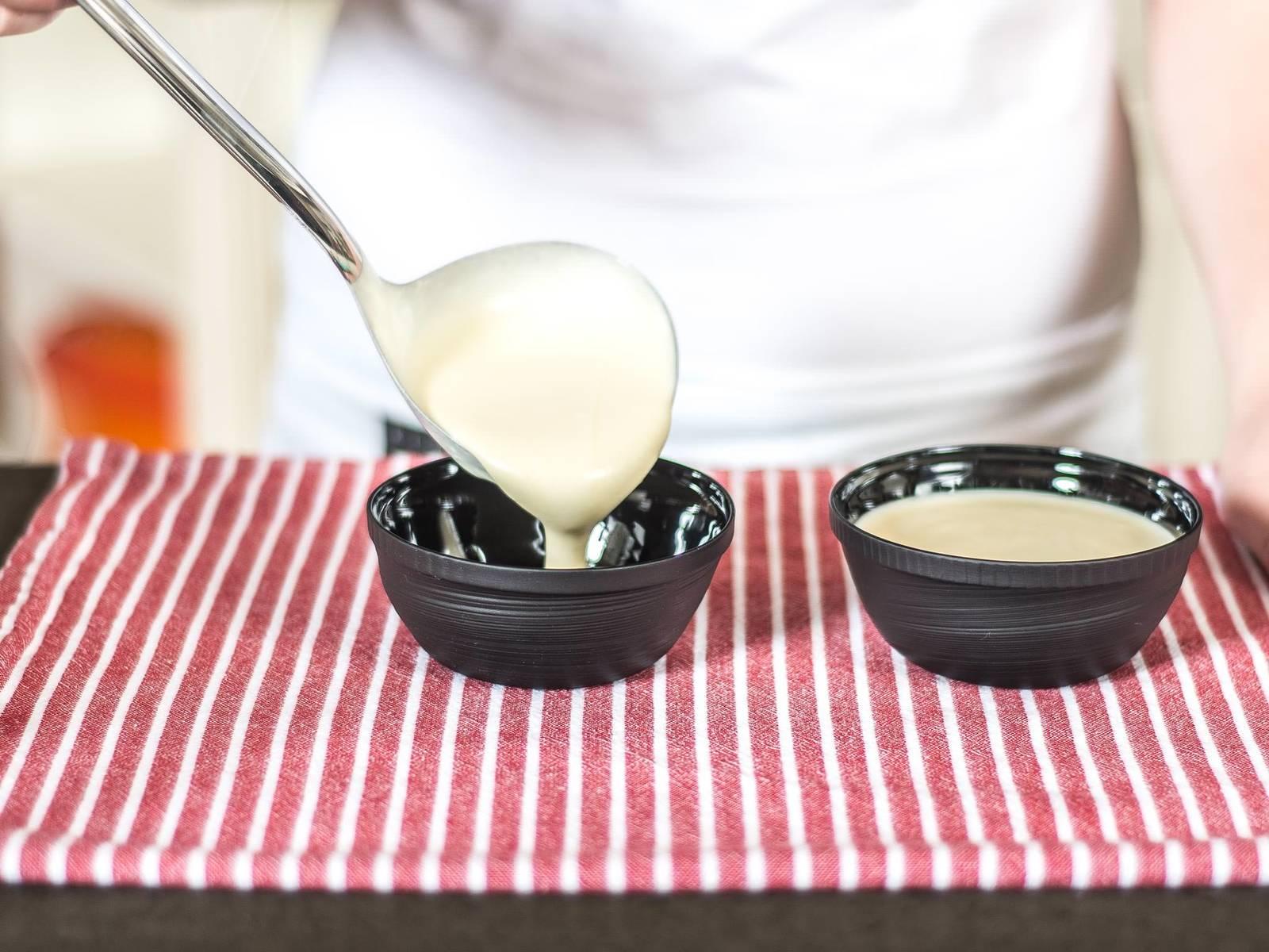 Die Mousse anschließend in Servierförmchen füllen und gut abgedeckt für mindestens 1 h vor dem Servieren kalt stellen.