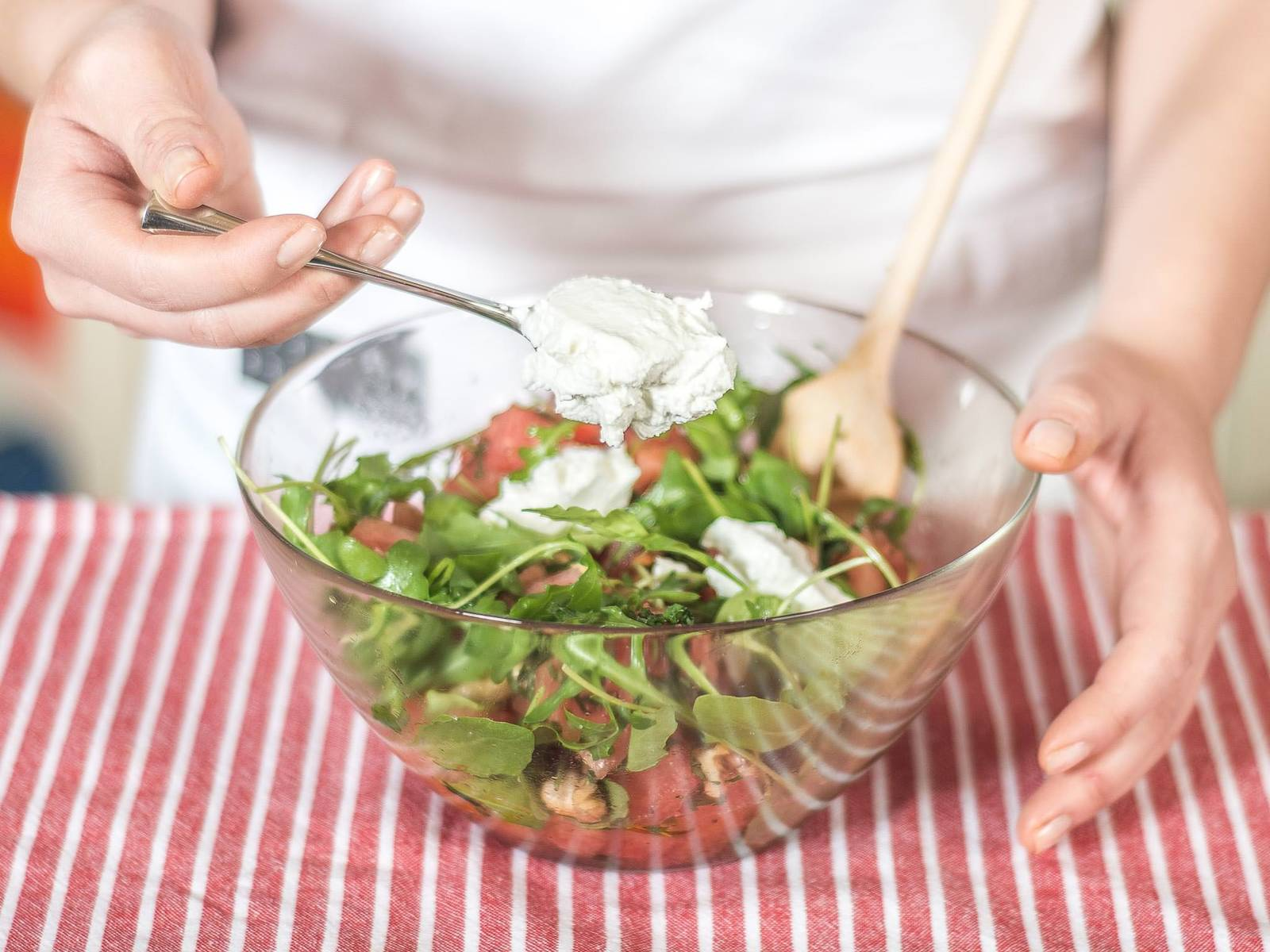 Mix everything together and crumble goat cheese on top. Serve on a plate and decorate with fresh mint leaves as desired.