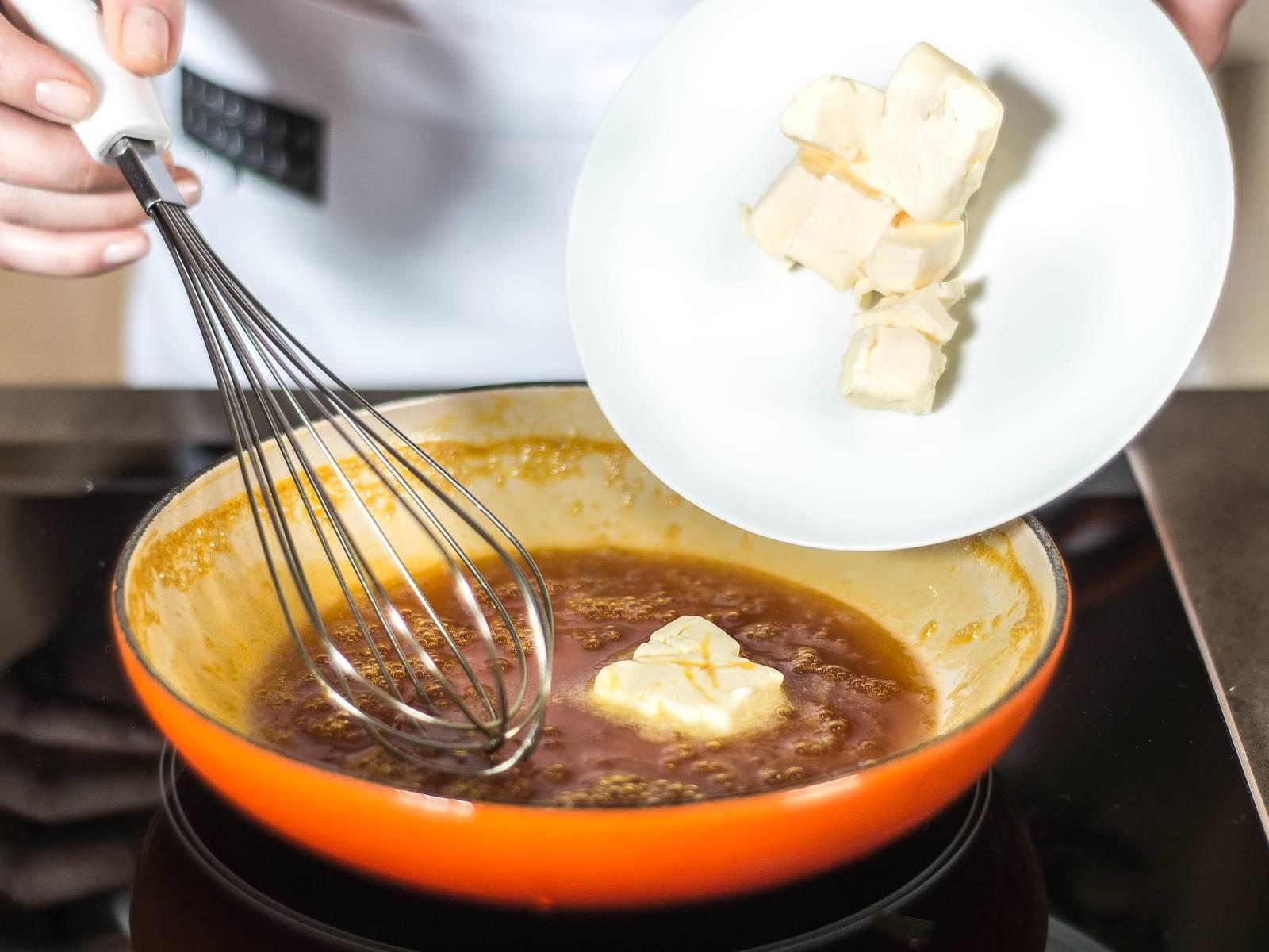 拌入黄油,制成柔滑的沙司。