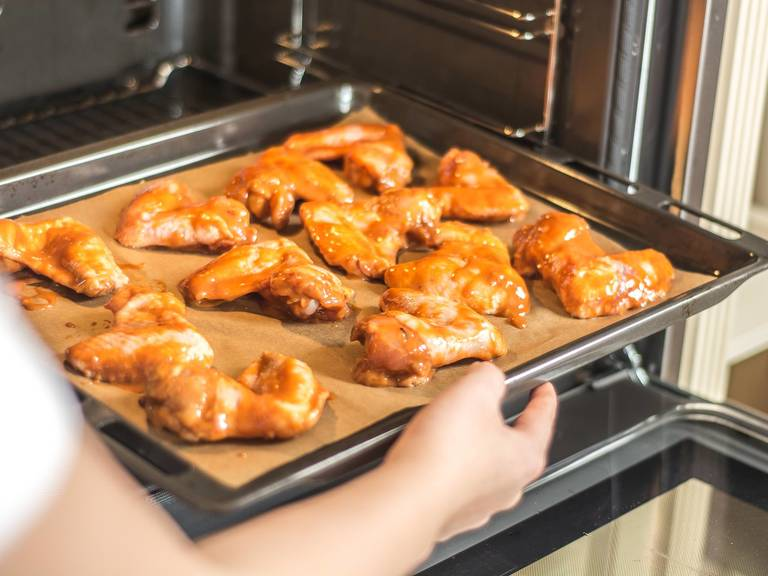 Bake in a preheated oven at 180°C/355°F for approx. 30 min until golden. Turn the wings after 15 min., so that they can brown evenly on both sides. Serve with a variety of dips, as desired.