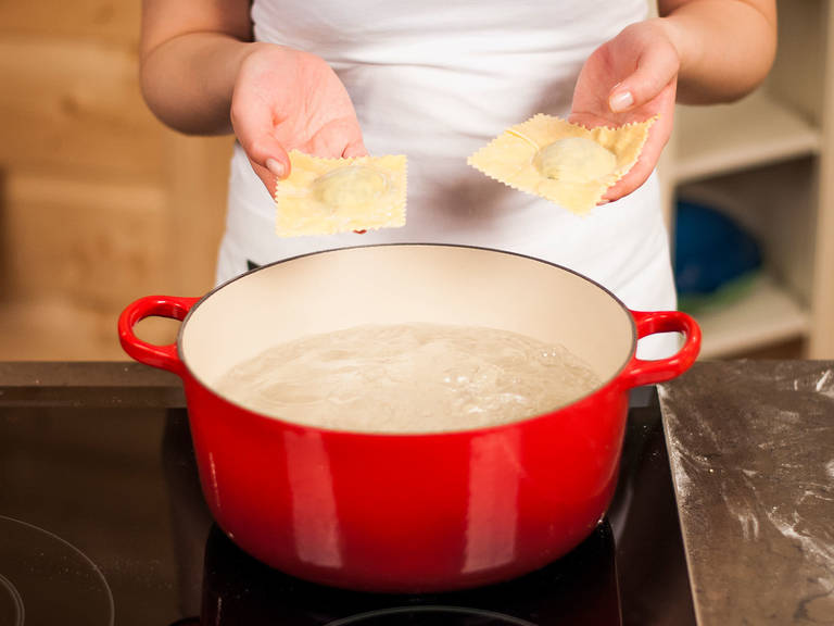 Now, boil the finished ravioli in salted boiling water for approx. 4 – 5 min. until they float to the top. Drain well and enjoy plain or with homemade tomato sauce.
