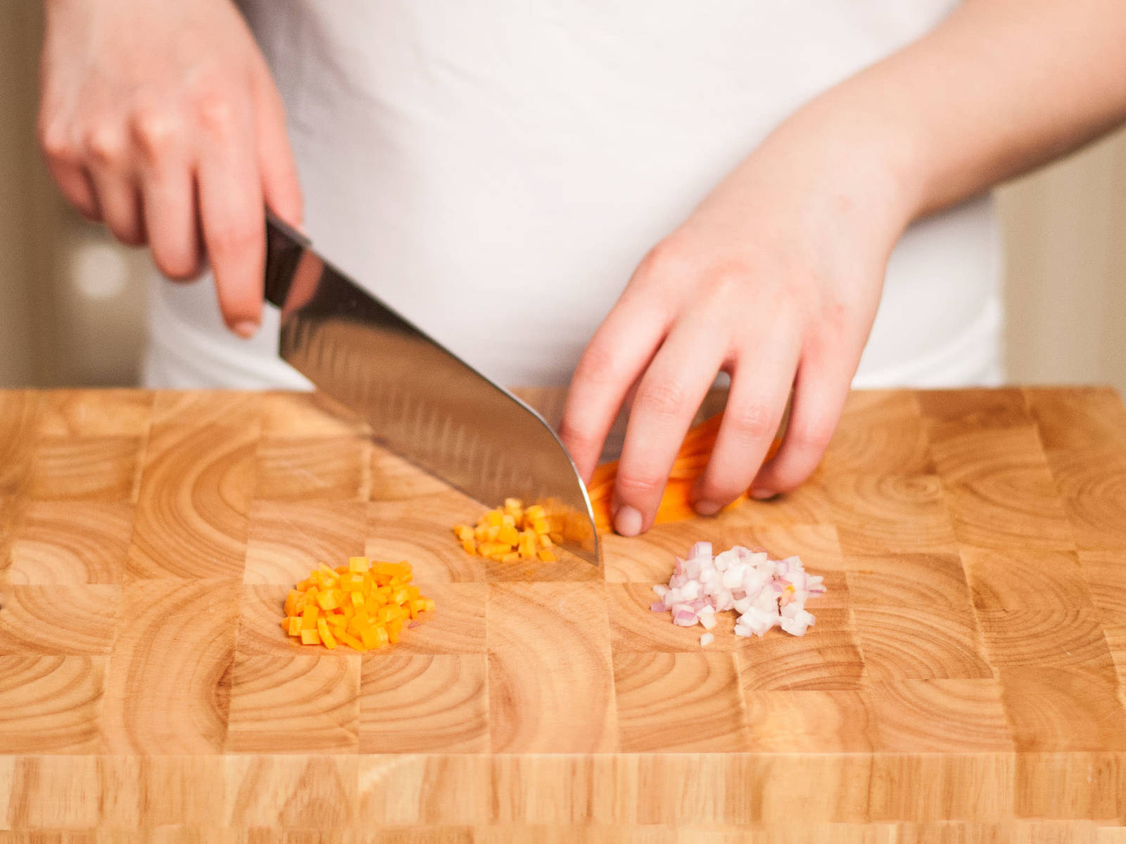 Finely chop garlic. Peel and dice onion and carrots.