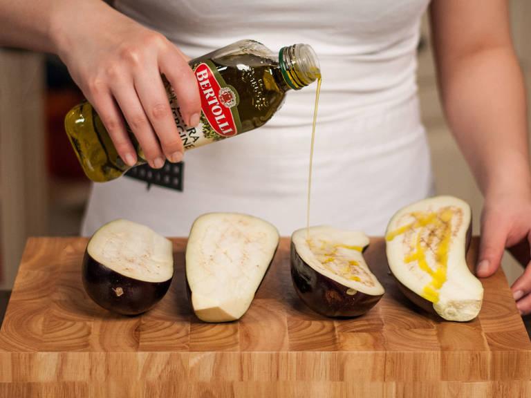 Backofen auf 200°C vorheizen. Auberginen halbieren, rautenförmig einschneiden und mit ca. 1/5 des Olivenöls beträufelt für ca. 30 – 40 Min. weich backen.