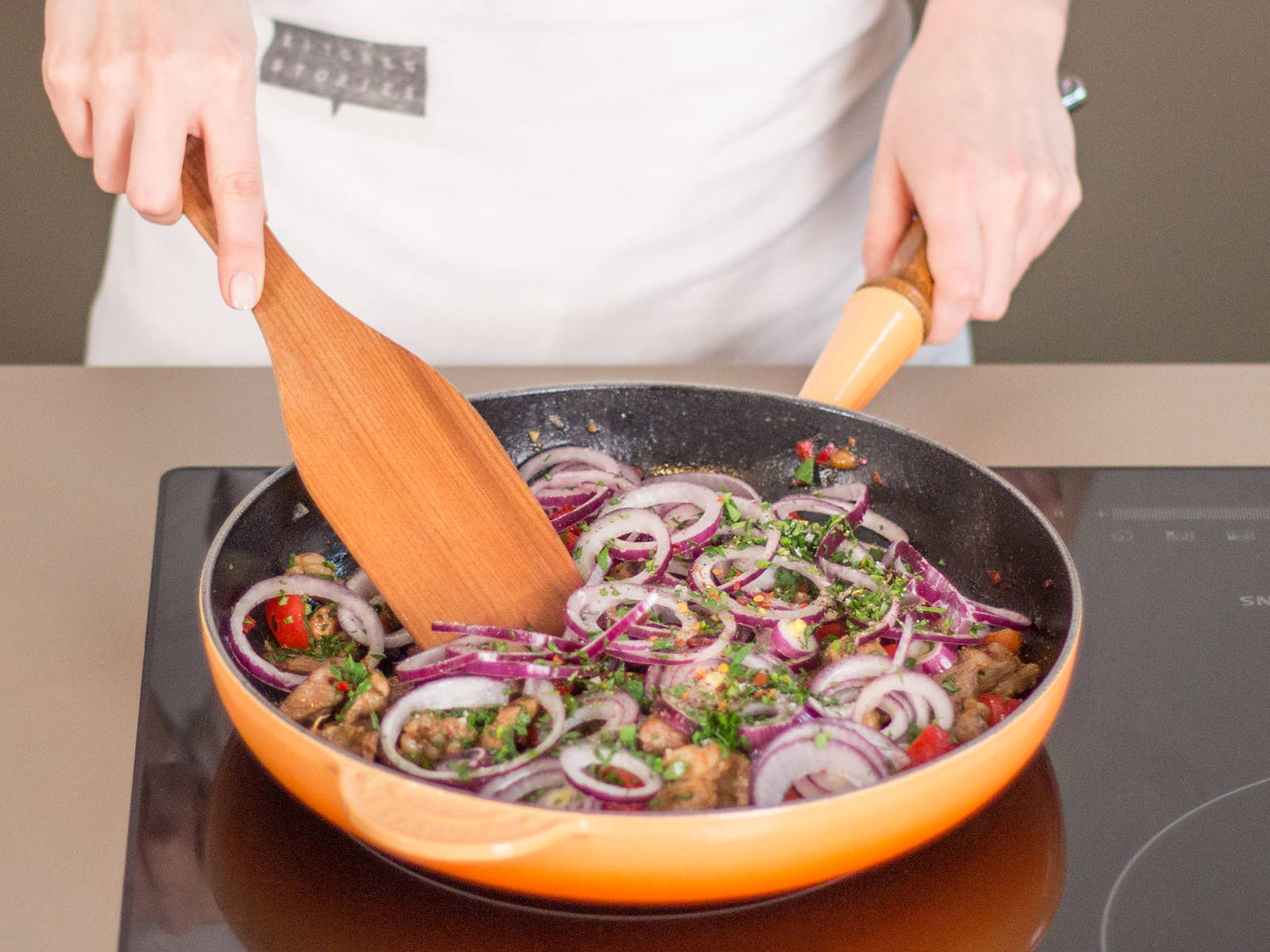 In a large frying pan, sauté meat in some vegetable oil over medium heat for approximately 3 – 4 min. Then, add chili and rest of the garlic and continue to cook for another 1 – 2 min. Finally, add onion and bell pepper, stir well to combine, and cook for another 2 – 3 min. Remove from heat and season to taste with salt, pepper, and paprika powder. Garnish with oregano and serve with tzatziki on the side. Enjoy!