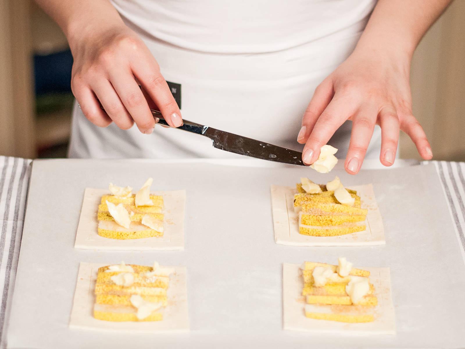 将糖撒在挞上,放上黄油片,放入预热好的烤箱中,以180摄氏度烤20分钟左右,至金黄色。