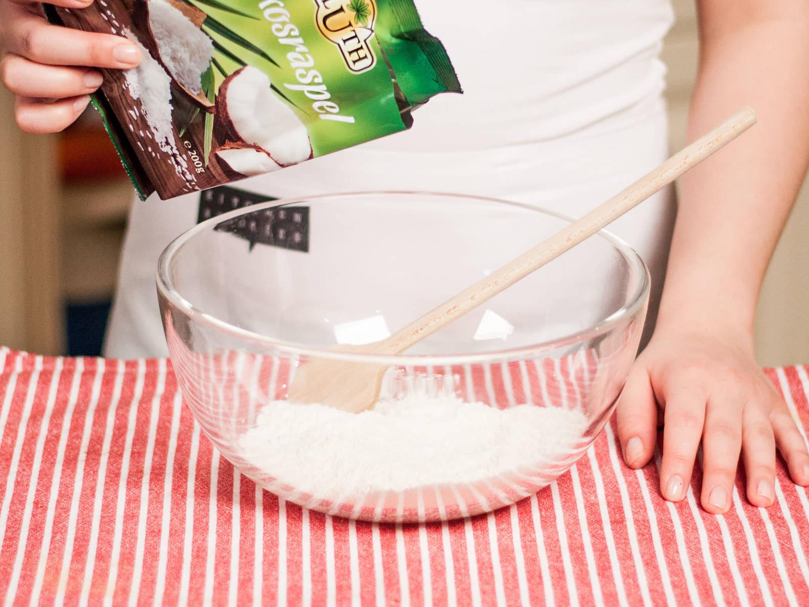 Anschließend Baiser, Schokolade und Kokosraspeln in einer großen Schüssel vermischen.