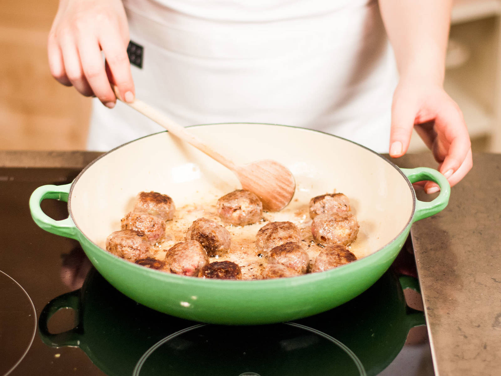 Melt butter in a large frying pan and brown meatballs from all sides for approx. 15 – 20 min. over medium heat. Make sure that the pan is not overcrowded. Remove cooked meatballs from the pan and set aside.