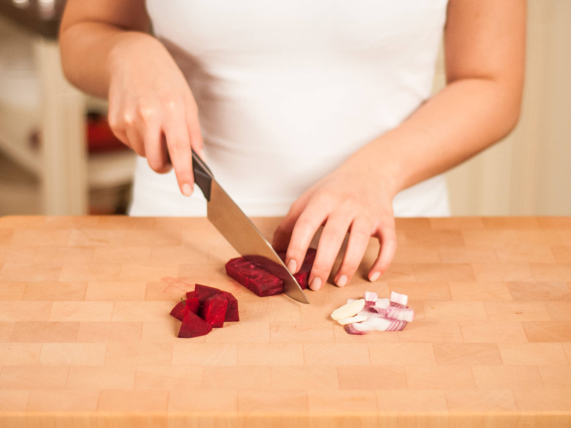 Dice onion and finely chop garlic. Peel beets and cut into large cubes.