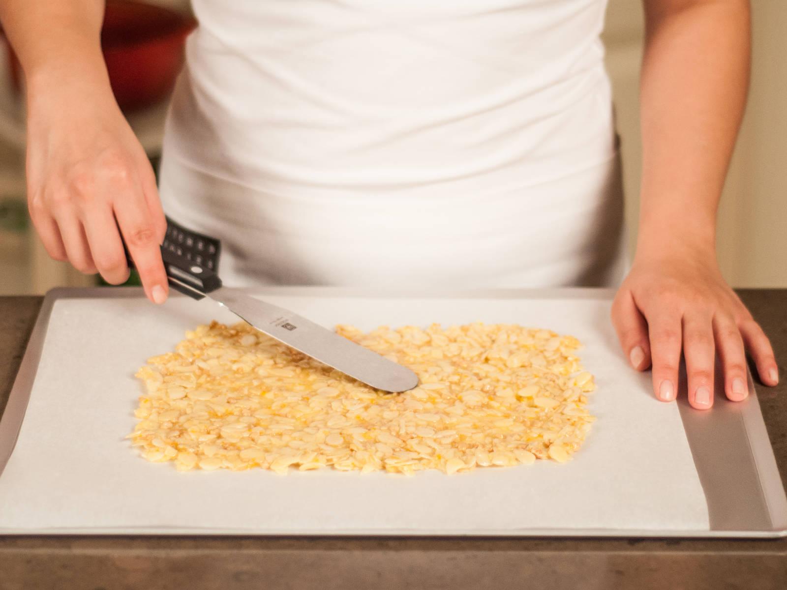 在烤盘中铺好烘培纸。用锅铲将混合物平铺成一个薄薄的长方形。放入烤箱,以 190°C/375°F 的温度烤 10 - 15 分钟。