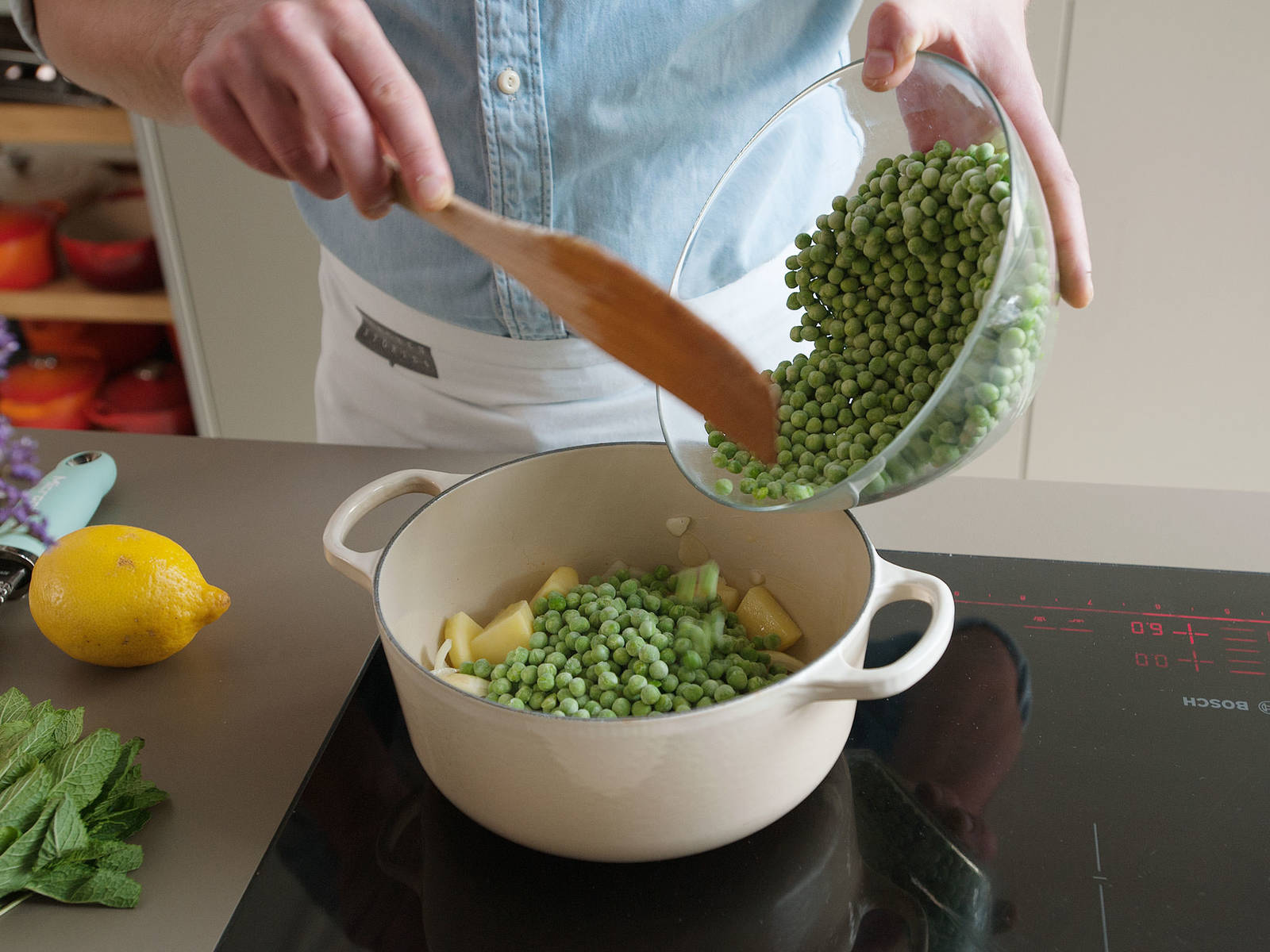 Melt butter in a large saucepan on medium heat. Add chopped potato, onion, and garlic and sauté for approx. 2 – 3 min. Add some of the frozen peas and some of the mint. Season with salt and pepper and continue to cook for approx. 2 – 3 min.