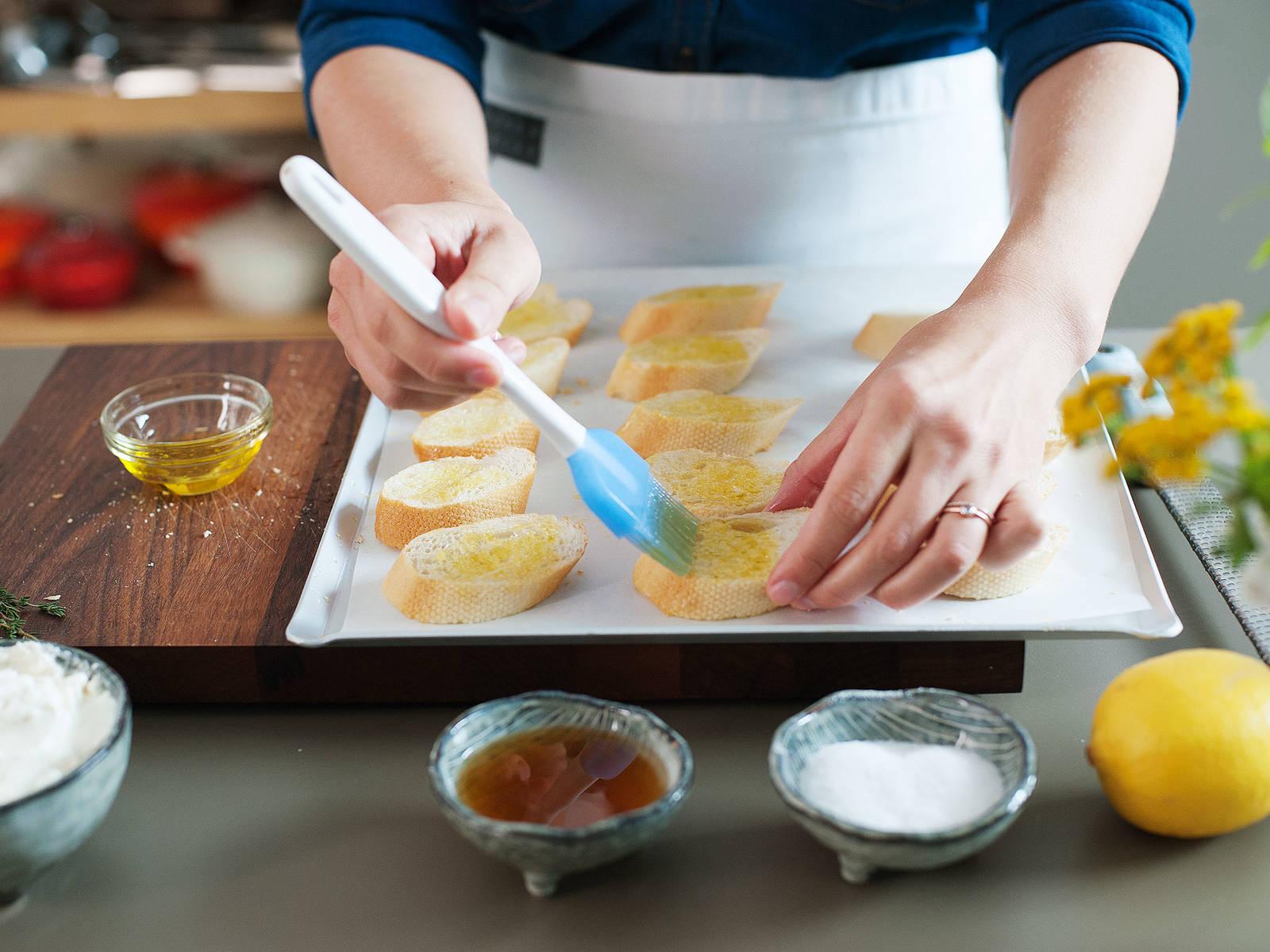 将面包两面都刷上橄榄油。以200度烤至金棕色,约需15分钟。从烤箱中取出面包,静置放凉。