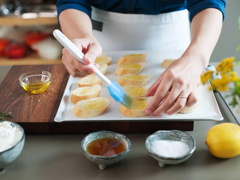 Brot von beiden Seiten mit Olivenöl bepinseln. Bei 200°C für ca. 15 Min. goldbraun backen. Aus dem Backofen nehmen und abkühlen lassen.