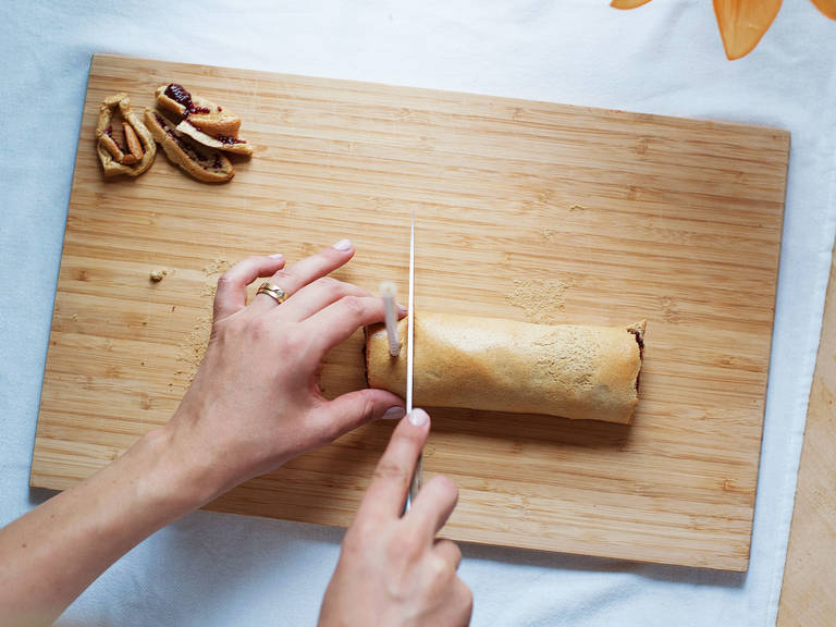Cut off rough ends of the cake roll. Insert paper drinking straws every 2 cm/0.75 inch, then slice the roll into individual cake pops. Coat with dried rice syrup to taste.