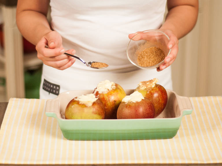In a small bowl, mix brown sugar and cinnamon and generously sprinkle the apples with the sugar mixture. In a preheated oven, bake apples 180°C/355° for approx. 20 – 30 min. Serve with warm vanilla sauce.