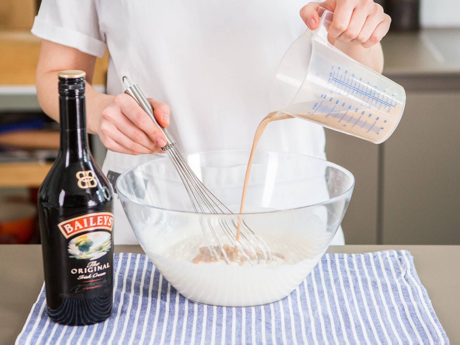 In a large bowl, mix together yogurt, cream cheese, and Baileys. Then, place gelatin mixture in a small saucepan with sugar and simmer over medium heat for approx. 2 – 3 min. until sugar is dissolved. Next, add gelatin mixture to yogurt and cream cheese mixture. Stir well to combine.