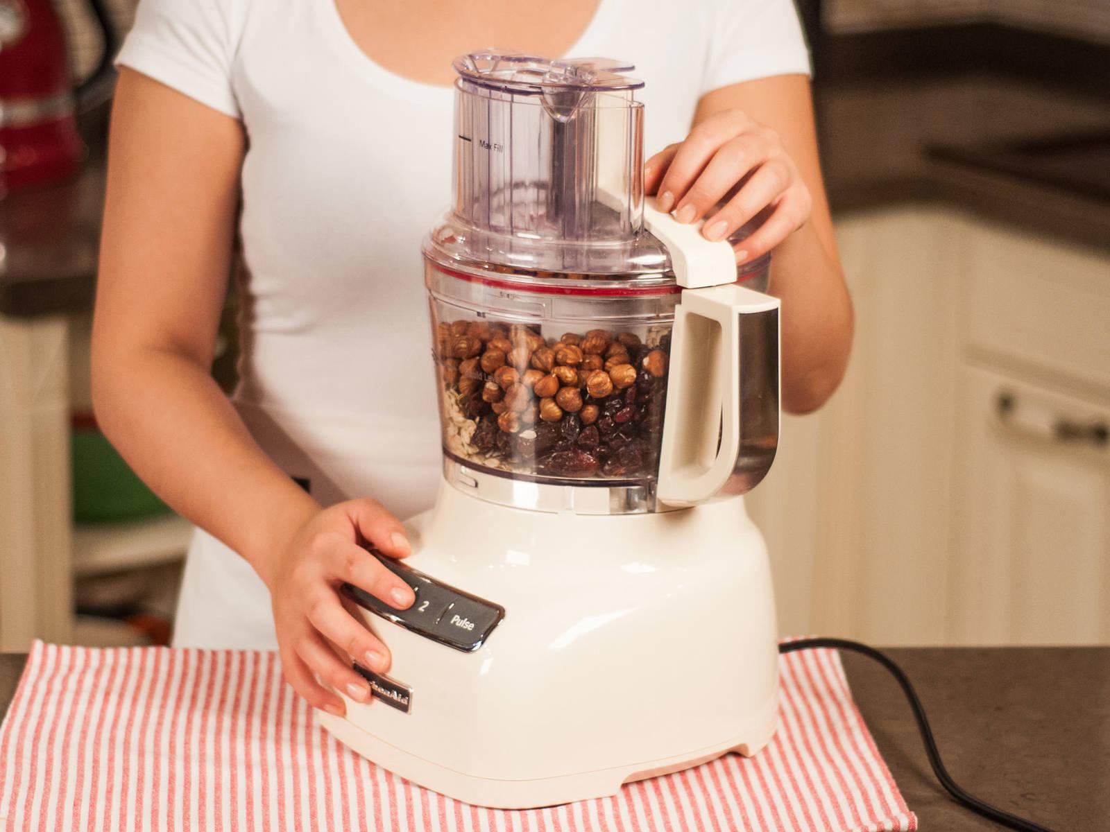 Für ca. 1 - 2 Min. mixen, bis alle Zutaten gut zerkleinert sind.
