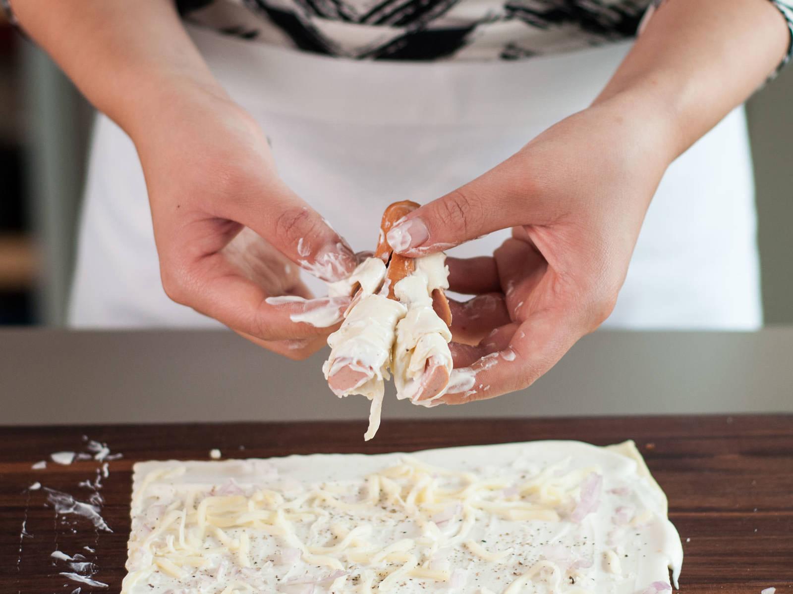 Würstchen halbieren. An einem Ende einschneiden um die Beine zu formen. Etwas oberhalb der Mitte an jeder Seite senkrecht einschneiden um die Arme zu formen. Blätterteig in dünne Streifen schneiden und Arme und Beine der Mumien damit einwickeln. Mumien auf ein mit Backpapier ausgelegtes Backblech geben. Im vorgeheizten Backofen bei 180°C ca. 10 – 12 Min. goldbraun backen.