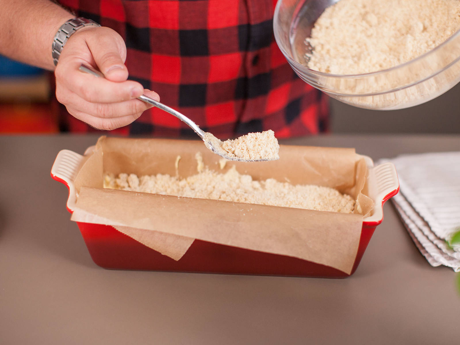 Line loaf pan with parchment paper. Transfer dough into pan and top with crumbs. Bake in preheated oven at 160°C/320°F for approx. 40 - 45 min.